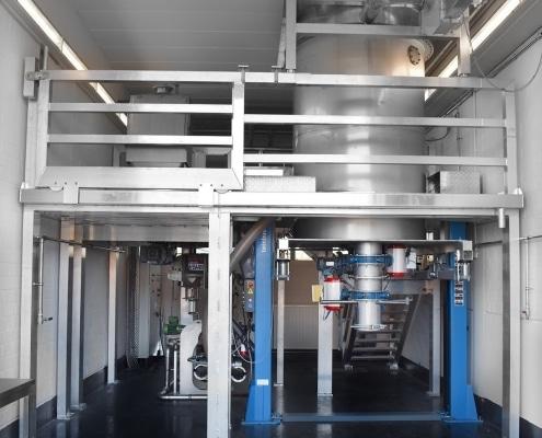 Die fertig gestellte neue Spiralstrahlmühle ESM 450 S-Flex zeichnet sich durch besonders hohe Flexibilität aufgrund von über 30 verschiedenen Anbauteilen aus.